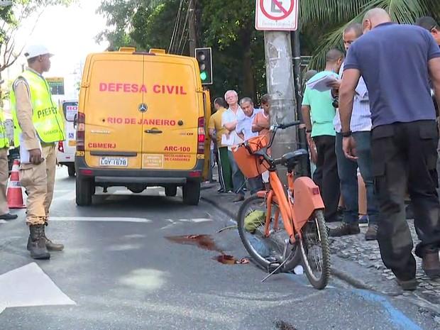 Ciclista foi atropelada na Rua São Clemente (Foto: Reprodução/TV Globo)