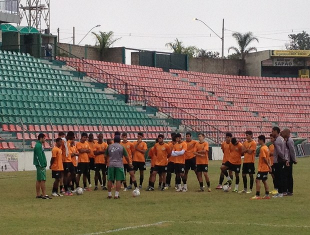 Treino do time junior Nacional-MG (Foto: Gullit Pacielle)
