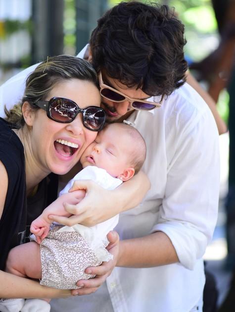 Rafael Infante e a mulher, Tatiana Novais, com a filha, Lara (Foto: Arquivo pessoal)