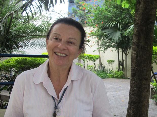 Com a ajuda de Manuel Bandeira, Denise Mallet transforma voz de travestis e transexuais de SP (Foto: Lívia Machado/G1)