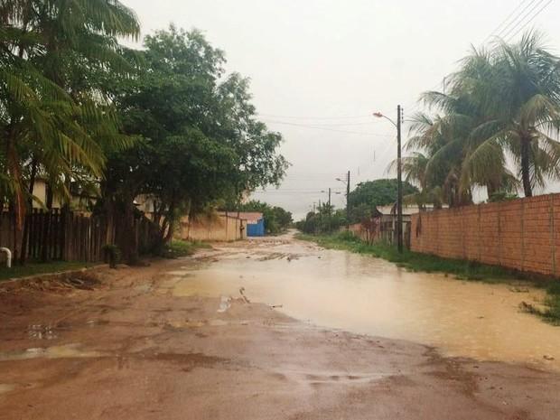 Segundo moradores, rua Mauro Pereira de Melo é uma das mais prejudicadas (Foto: Arquivo pessoal/José Soares)