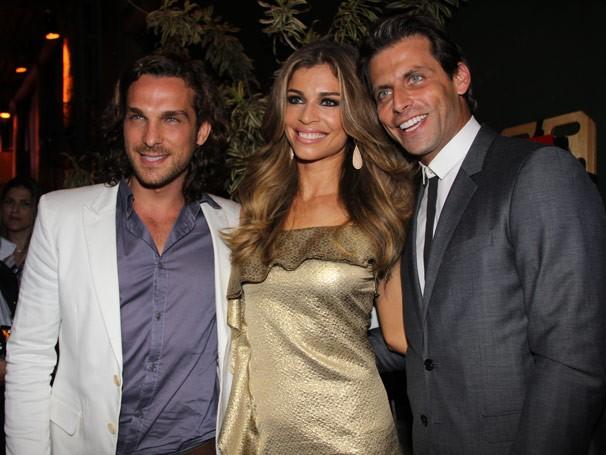 O trio de protagonistas posam para fotos (Foto: divulgação/TV Globo)