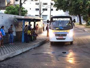 Com menos ônibus, transportes alternativos estão lotados em Natal (Foto: Fernanda Zauli/G1)