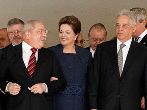 Presidente Dilma Rousseff entre os ex-presidentes Luiz In&#225;cio Lula da Silva e Fernando Henrique Cardoso (Foto: Roberto Stuckert Filho / Presid&#234;ncia)