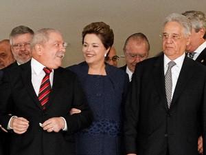 Presidente Dilma Rousseff entre os ex-presidentes Luiz Inácio Lula da Silva e Fernando Henrique Cardoso (Foto: Roberto Stuckert Filho / Presidência)
