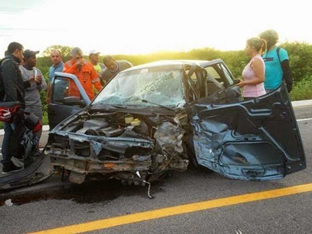 Acidente aconteceu por volta das 6h30 desta segunda-feira (13) (Foto: Francisco Coelho/Blog do Fcoelho)