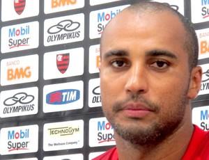 Atacante Deivid concede entrevista coletiva  (Foto: Janir Junior /globoesporte.com)
