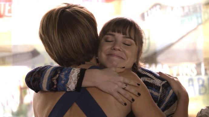 Isabela agradece a oferta de Helô (Foto: TV Globo)