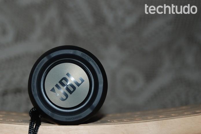 Radiadores da Flip3 entregam graves com menos distorções (Foto: Raquel Freire/TechTudo)