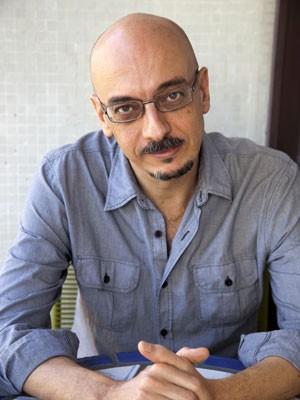 O escritor Sérgio Rodrigues, autor de 'O drible' (Foto: Bel Pedrosa/Companhia das Letras/Divulgação)