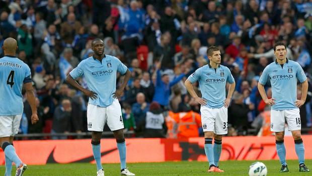 jogadores cabisbaixos manchester city x wigan (Foto: Reuters)