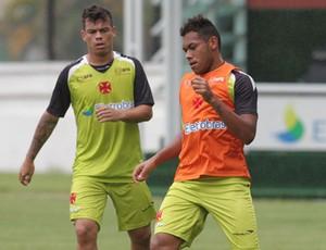 Dieyson e Bernardo treino Vasco (Foto: Marcelo Sadio/Vasco.com.br)