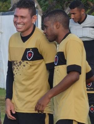 Rafael Oliveira, atacante do Botafogo-PB (Foto: Edgley Lemos / GloboEsporte.com/pb)