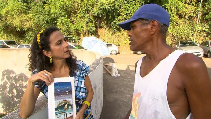 Guardador de carros faz da rua seu ateliê de arte (Foto: TV Bahia)