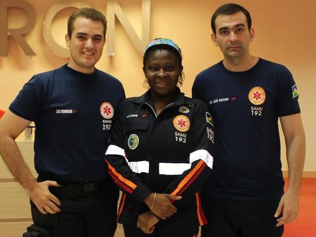 Dr. João Rodrigues, enfermeira Luciane Almeida e estagiário Luiz Vieira  (Foto: Ana Kézia Gomes)