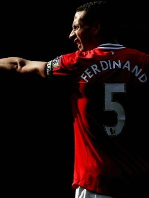 Rio Ferdinand em ação pelo Manchester United (Foto: Getty Images)