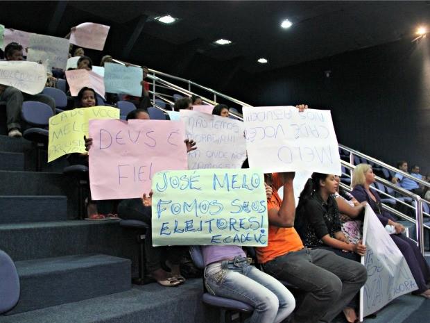 Grupo protestaram por punição de culpados e maior atuação de governantes no combate a pedofilia (Foto: Adneison Severiano/G1 AM)