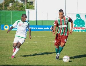 Dodô marcou, mas Cabofriense superou o Barra e está na semifinal (Foto: Léo Borges)