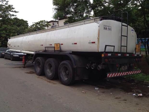 Caminhão apreendido Maré (Foto: Divulgação/ Polícia Militar)