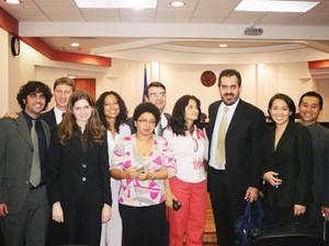 Familiares e representantes da AL e da ONG Justiça Brasil após assembleia na Costa Rica (Foto: Instituto Damião Ximenes)