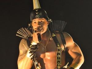 Léo Santana, de faraó, desfila com Parangolé circuito Dodô, em Salvador. famosos* (Foto: Egi Santana / G1)