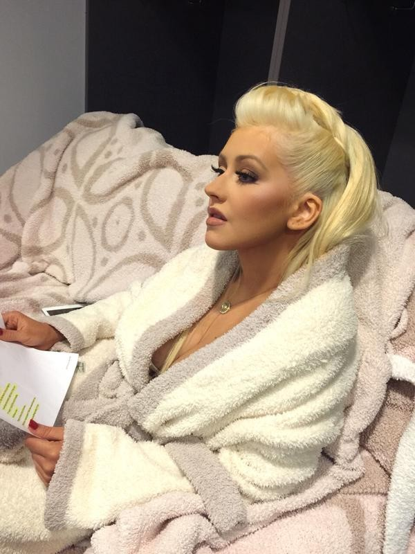 Christina Aguilera em bastidores de prêmio de música (Foto: Twitter/ Reprodução)