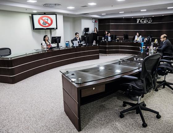 Sessão Plenário do Tribunal de Contas do Rio,Com apenas 4 conselheiros substitutos (Foto:  Stefano Martini/ÉPOCA)