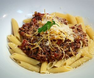 Penne com ragu de carne assada do Claude
