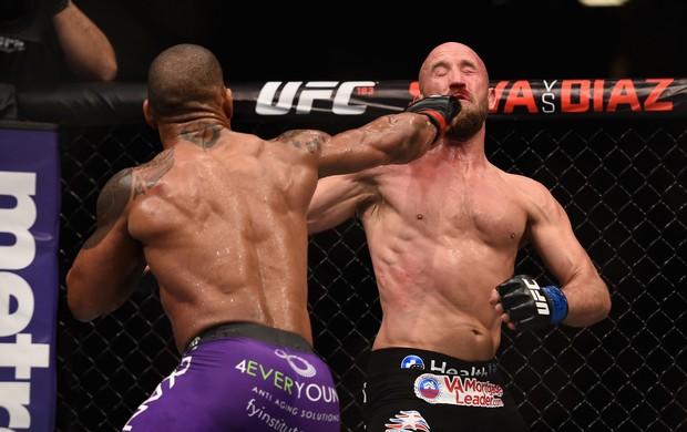 Hector Lombard x Josh Burkman - UFC 182 (Foto: GettyImages)