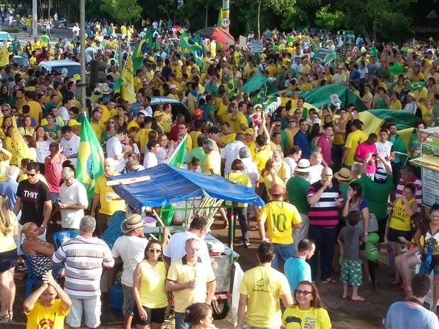 Segundo a organização do protesto contra o governo do PT, pelo menos sete mil pessoas fazem parte do ato (Foto: Ellyo Teixeira/G1)