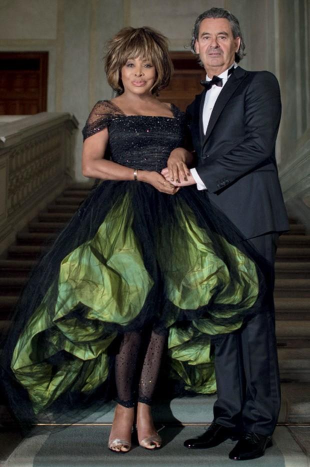 Tina Turner em seu casamento, em 2013, vestindo Armani Privé (Foto: Getty Images, Rex Features/Shutterstock, Divulgação e Reprodução Livro Giorgio Armani)
