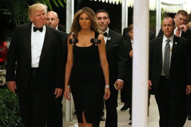 Donald Trump com Melania na noite de réveillon em Palm Beach, na Flórida (Foto: REUTERS/Jonathan Ernst)
