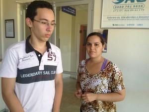 Irmãos do jogador estão inconformados sobre acidente (Foto: Gil Oliveira/G1)