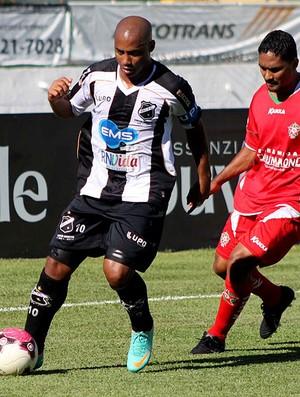 Lance do jogo entre Boa Esporte e ABC (Foto: Pakito Varginha / Futura Press)