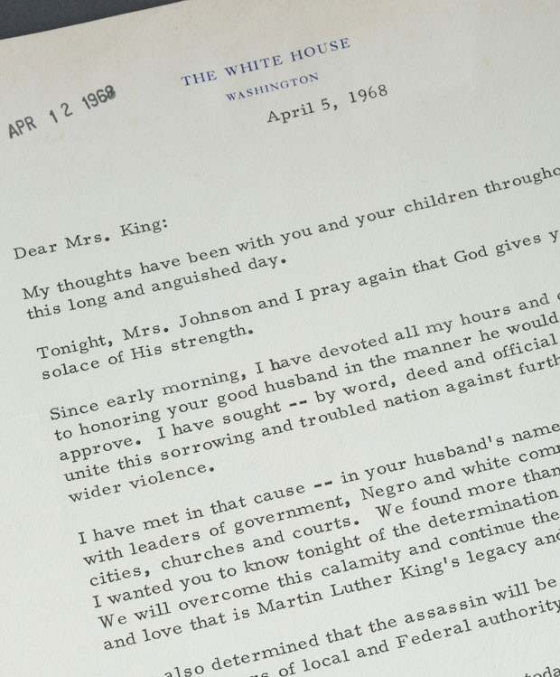 Carta de condolências enviada pelo presidente dos Estados Unidos Lyndon Johnson à viúva do reverendo Martin Luther King Jr será leiloada  (Foto: Quinn's Auction Galleries/Reuters)