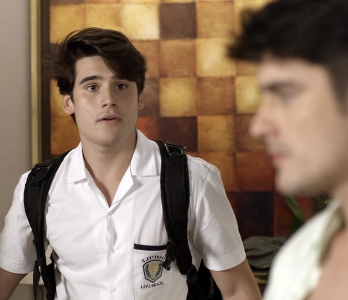 Rodrigo fica bolado quando vê Tito na sua casa (Foto: TV Globo)