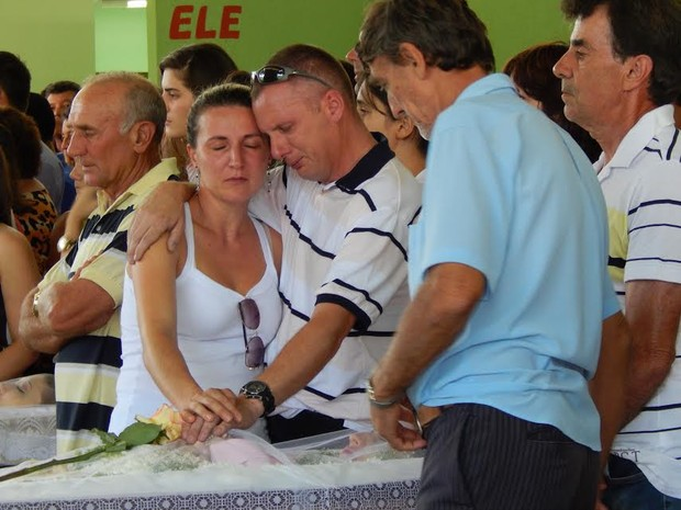 Velório ocorreu em ginásio da cidade (Foto: Laion Espíndula/G1)
