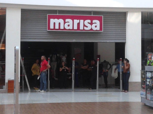 Loja do Salvador Shopping desceu as portas (Foto: Danutta Rodrgues / G1)