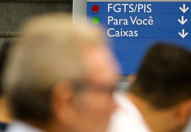 Agências da Caixa atendem trabalhadores que querem sacar contas inativas de FGTS (Foto: Marcelo Camargo/Agência Brasil)