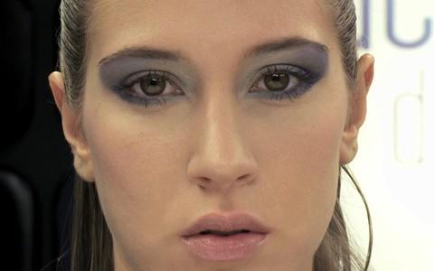 Aprenda a brincar com a cor nos olhos para criar uma maquiagem artística
