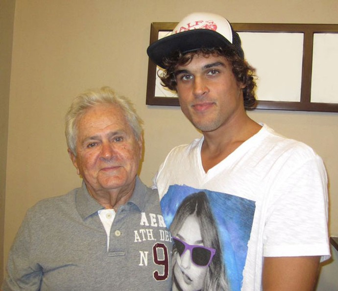 Felipe ao lado do avô, João Roque, sua grande inspiração (Foto: Arquivo Pessoal)