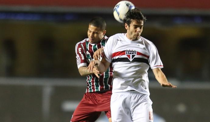 Bruno Vieira disputa com Kaká no Morumbi (Foto: Alex Silva/Photocamera)