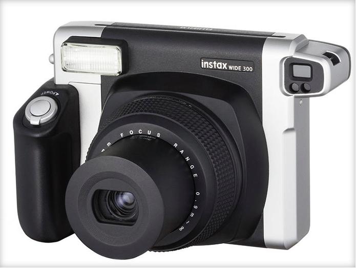 Modelo Instax Wide 300, da Fujifilm (Foto: Larissa Ferrari/TechTudo)