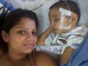 Avelita deixou Londrina e outros dois filhos para cuidar de João no hospital (Foto: Avelita Barbosa da Silva/Arquivo pessoal)