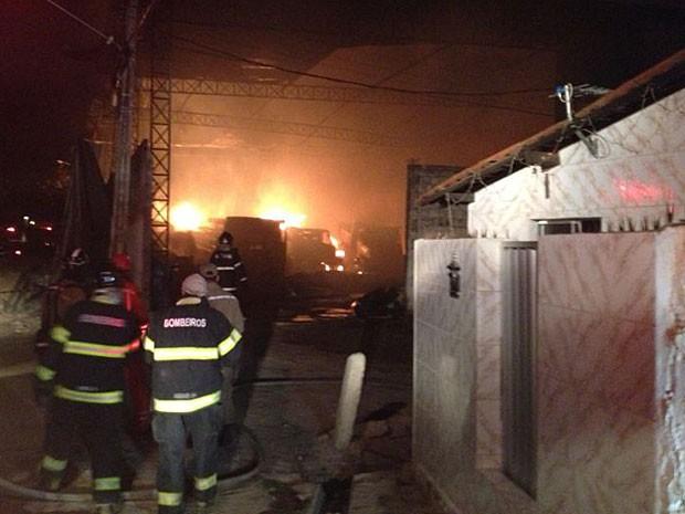 Incêndio em Olinda (Foto: Wanessa Andrade / TV Globo)