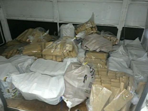 Polícia Federal incinera mais de 1t de drogas em Salto de Pirapora (Foto: Reprodução/TV TEM)