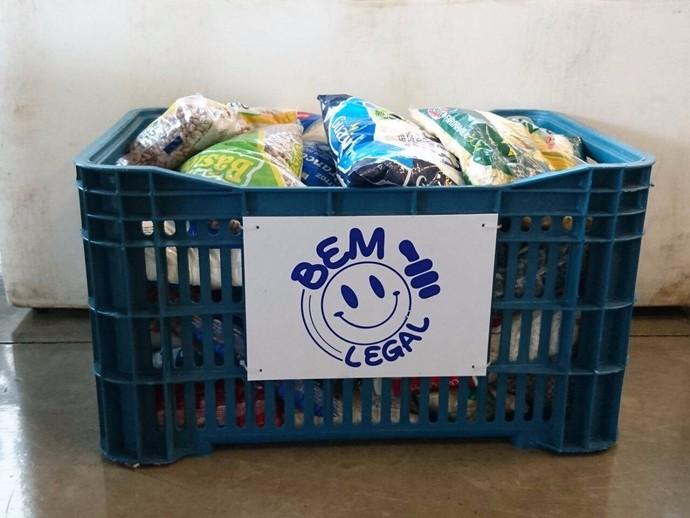 Campanha da TV TEM está no local arrecadando alimentos não-perecíveis (Foto: Gabriel Morelli/G1)