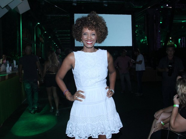 Isabel Fillardis em show na Zona Portuária do Rio (Foto: Wallace Barbosa/ Ag. News)