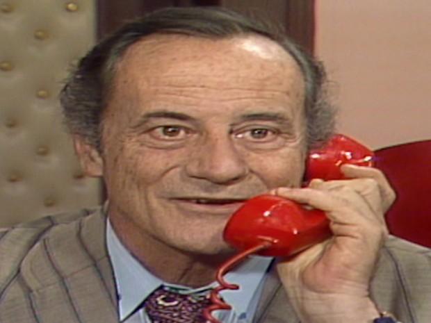 Baldaracci telefona para César e combinam se encontrar para se unirem contra André