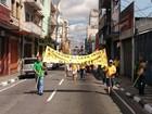 Manifestantes saem às ruas de Mogi em protesto contra a corrupção